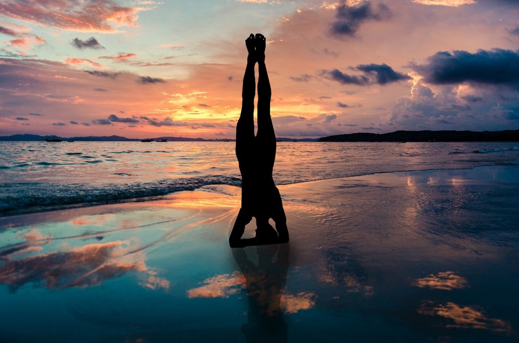 Costa Rica yoga. Image by DanaTentis from Pixabay